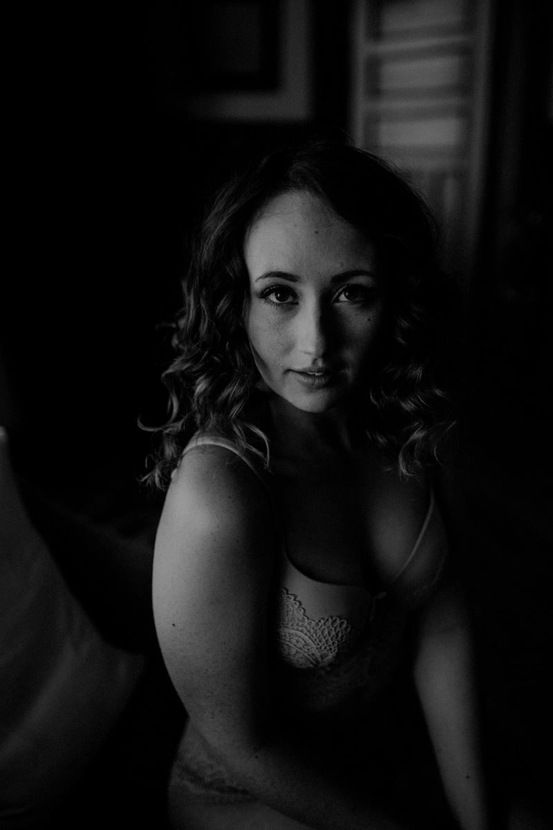 west-michigan-boudoir-photographer-ludington-michigan-womens-portraiture-short-session-with-kayla-9364.jpg