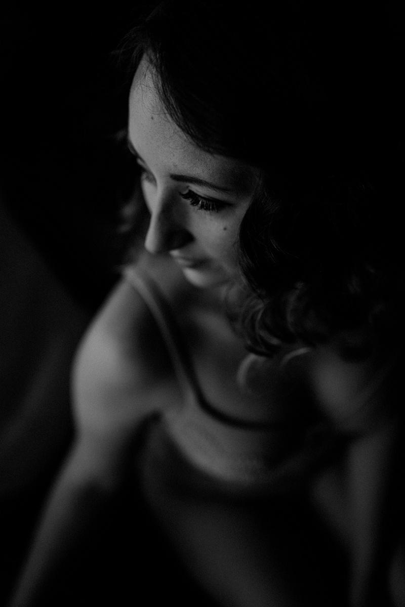 west-michigan-boudoir-photographer-ludington-michigan-womens-portraiture-short-session-with-kayla-9372.jpg