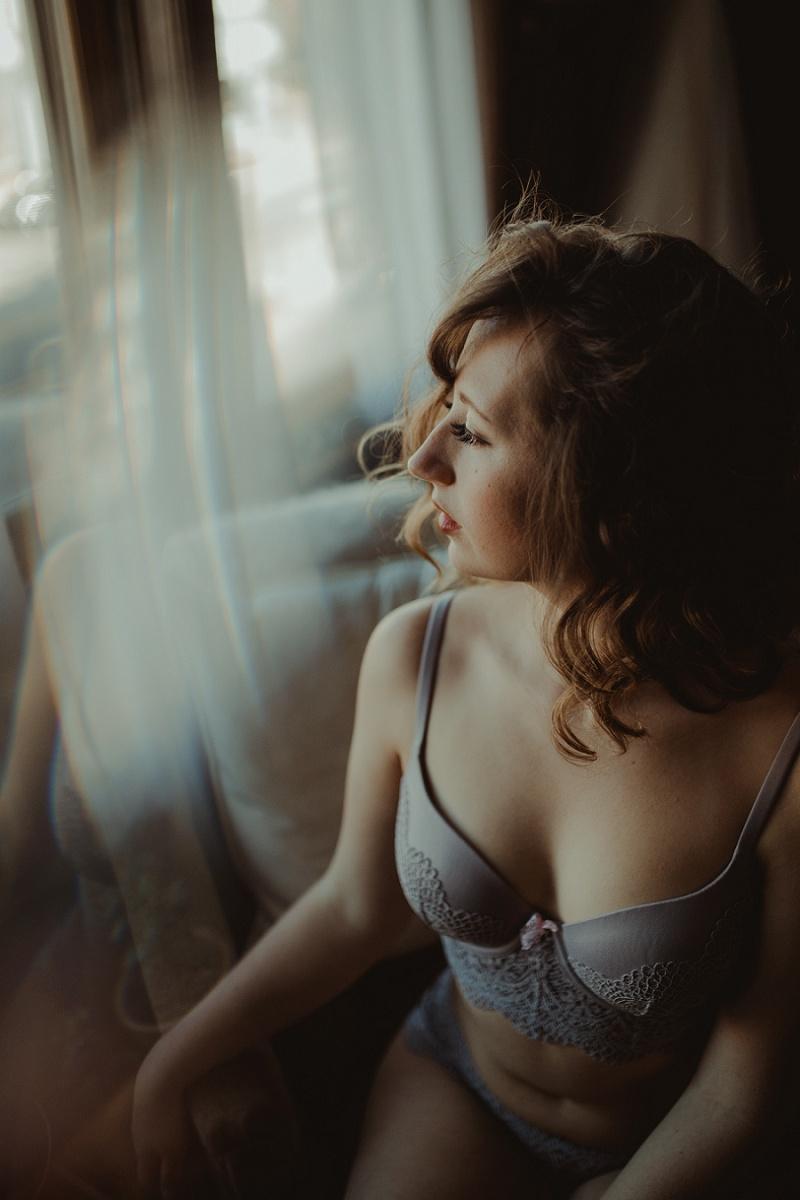 west-michigan-boudoir-photographer-ludington-michigan-womens-portraiture-short-session-with-kayla-9392.jpg
