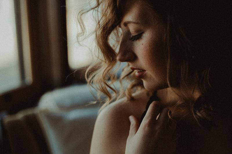 west-michigan-boudoir-photographer-ludington-michigan-womens-portraiture-short-session-with-kayla-9452.jpg