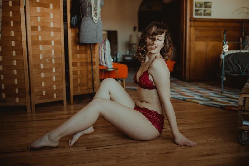 west-michigan-boudoir-photographer-ludington-michigan-womens-portraiture-short-session-with-kayla-9530.jpg