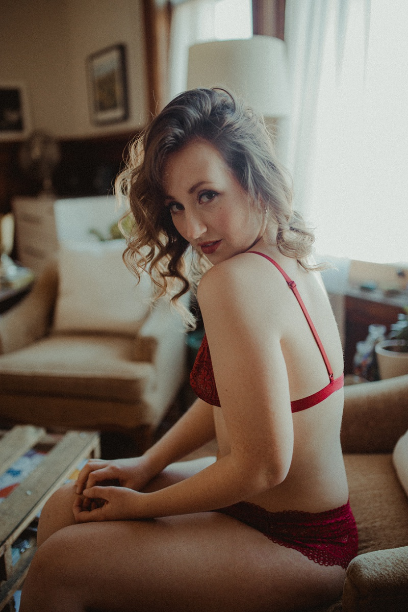 west-michigan-boudoir-photographer-ludington-michigan-womens-portraiture-short-session-with-kayla-9517.jpg