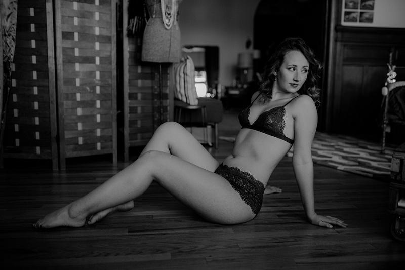 west-michigan-boudoir-photographer-ludington-michigan-womens-portraiture-short-session-with-kayla-9546.jpg