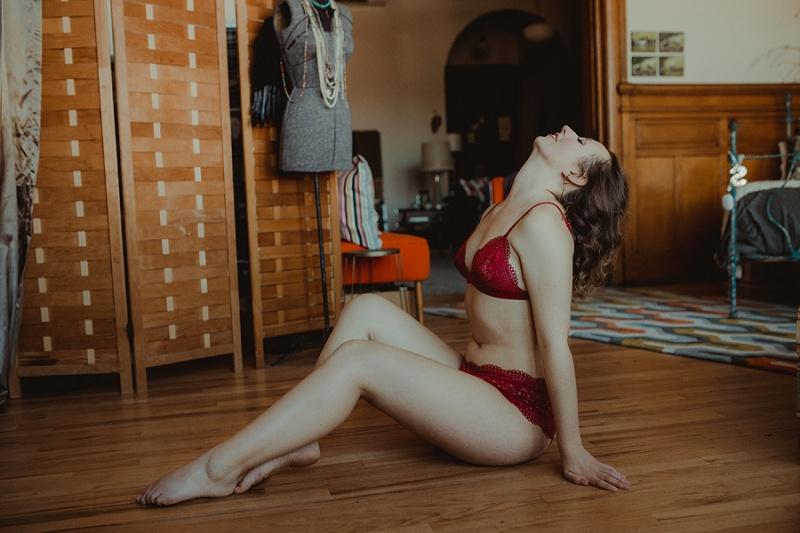 west-michigan-boudoir-photographer-ludington-michigan-womens-portraiture-short-session-with-kayla-9557.jpg