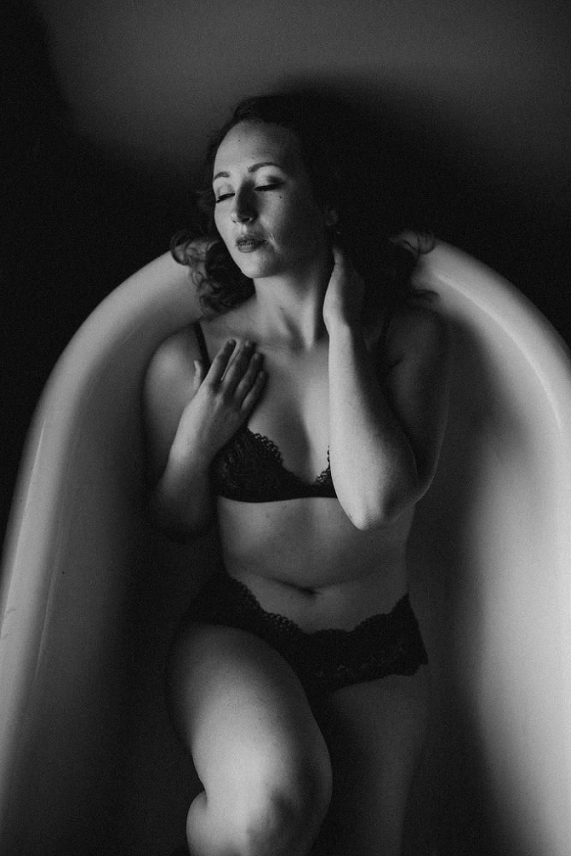 west-michigan-boudoir-photographer-ludington-michigan-womens-portraiture-short-session-with-kayla-9562.jpg