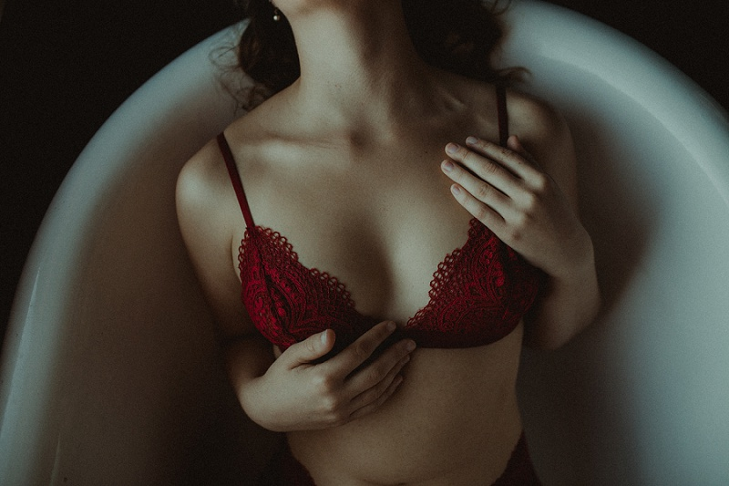 west-michigan-boudoir-photographer-ludington-michigan-womens-portraiture-short-session-with-kayla-9569.jpg