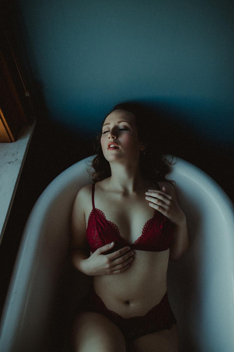 west-michigan-boudoir-photographer-ludington-michigan-womens-portraiture-short-session-with-kayla-9565.jpg