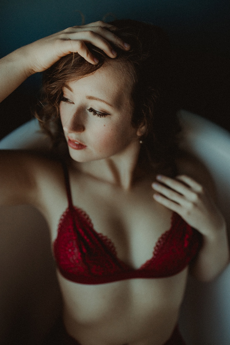 west-michigan-boudoir-photographer-ludington-michigan-womens-portraiture-short-session-with-kayla-9580.jpg