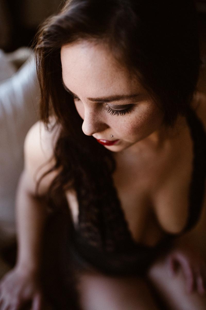 west-michigan-womens-portraiture-ludington-michigan-indoor-boudoir-session-with-nanette-jessica-max-9930.jpg