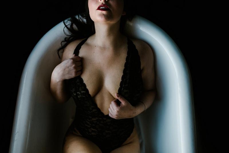 west-michigan-womens-portraiture-ludington-michigan-indoor-boudoir-session-with-nanette-jessica-max-9978.jpg