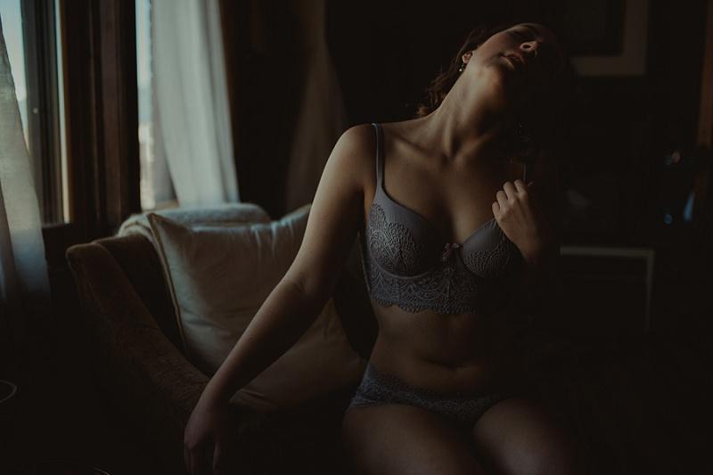 west-michigan-boudoir-photographer-ludington-michigan-womens-portraiture-short-session-with-kayla-9351.jpg