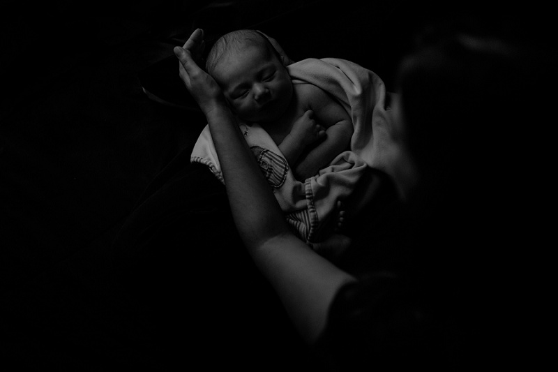 west-michigan-newborn-photographer-documentary-in-home-session-with-calvin-jessica-max-1663.jpg