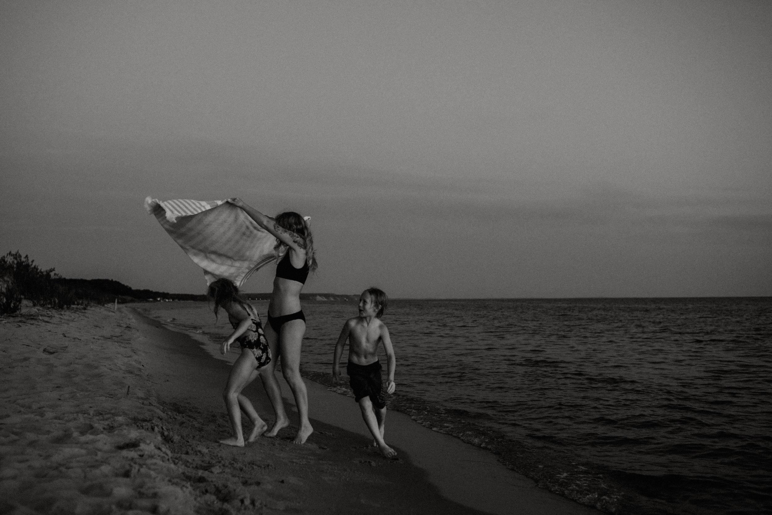 michigan-storytelling-photographer-ludington-beach-live-420.jpg