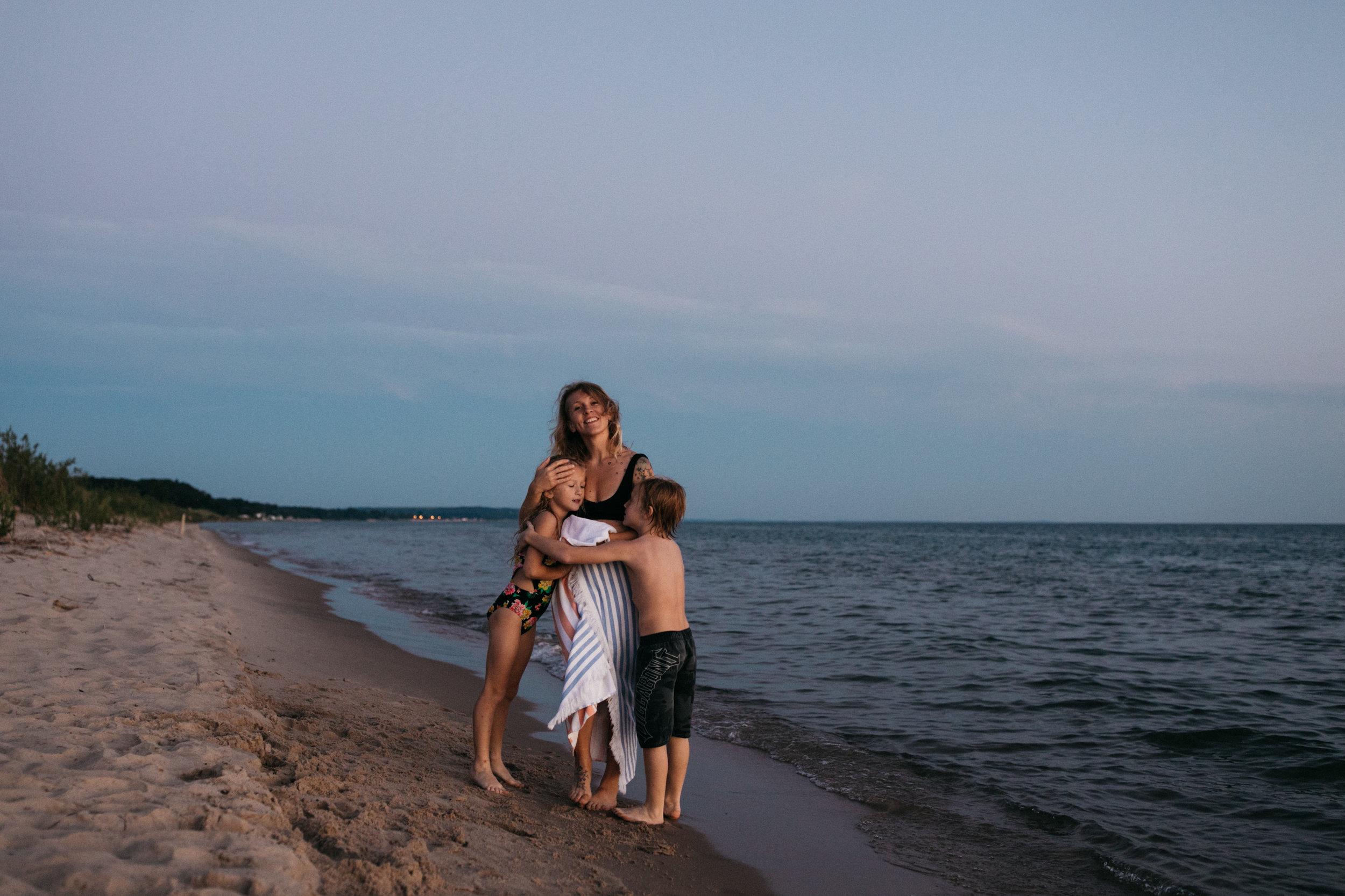 michigan-storytelling-photographer-ludington-beach-live-460.jpg