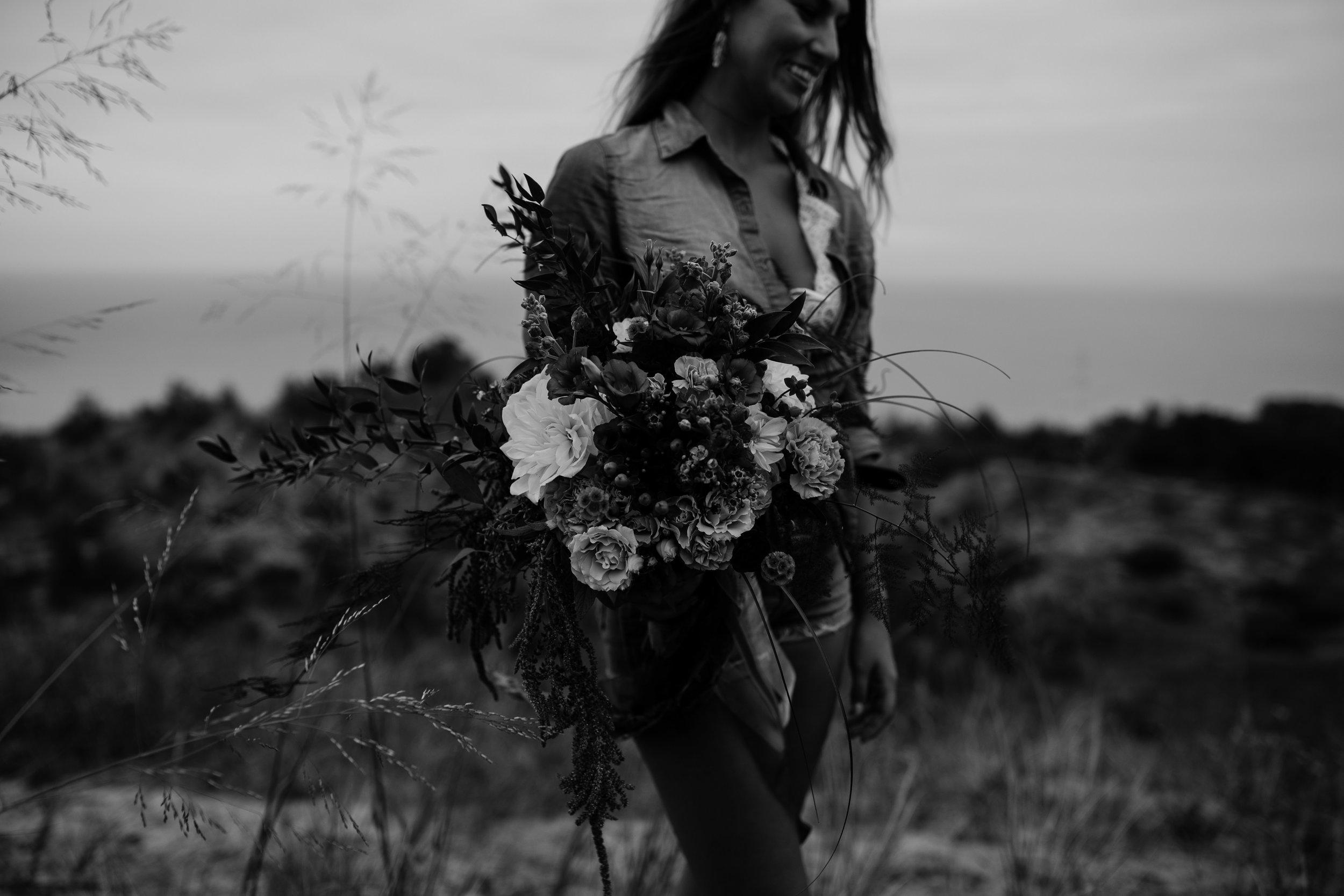 michigan-emotive-photographer-moonlight-elopement-mariha-hunter-44.jpg