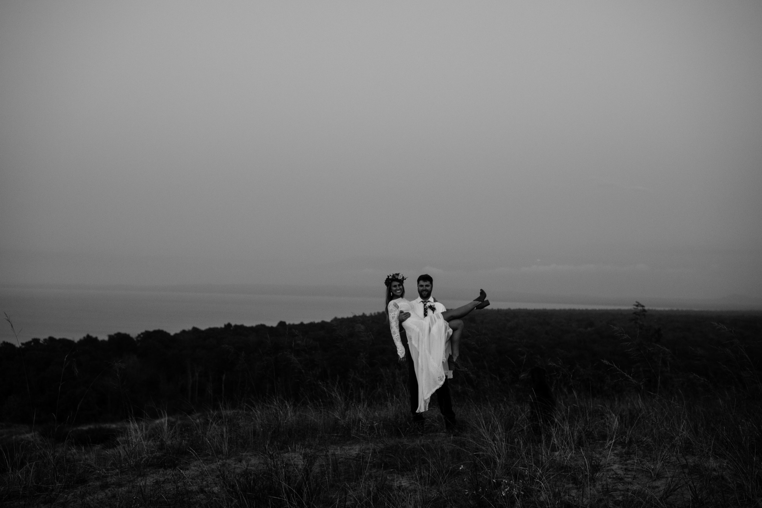 michigan-emotive-photographer-moonlight-elopement-mariha-hunter-226.jpg