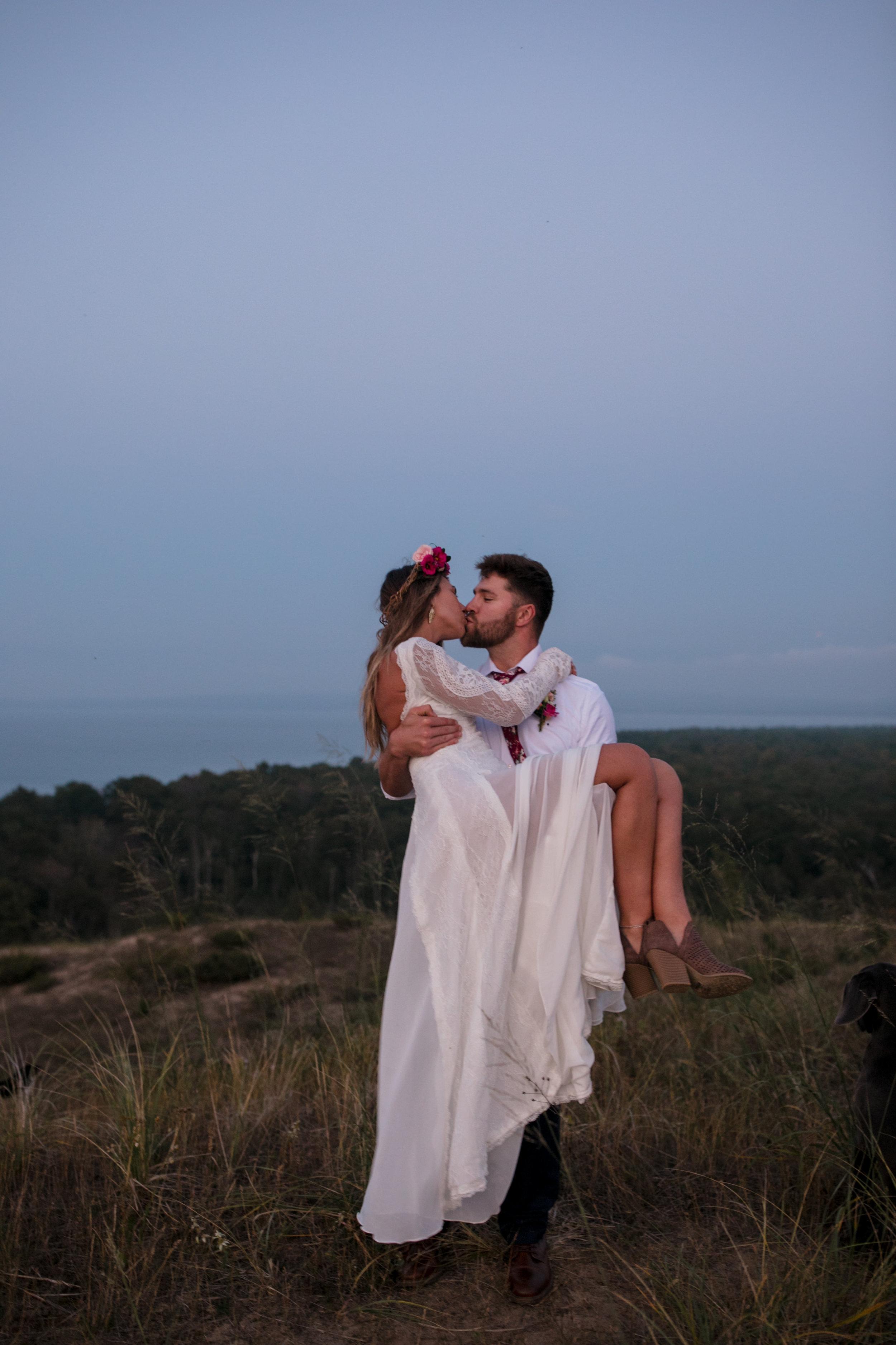 michigan-emotive-photographer-moonlight-elopement-mariha-hunter-230.jpg