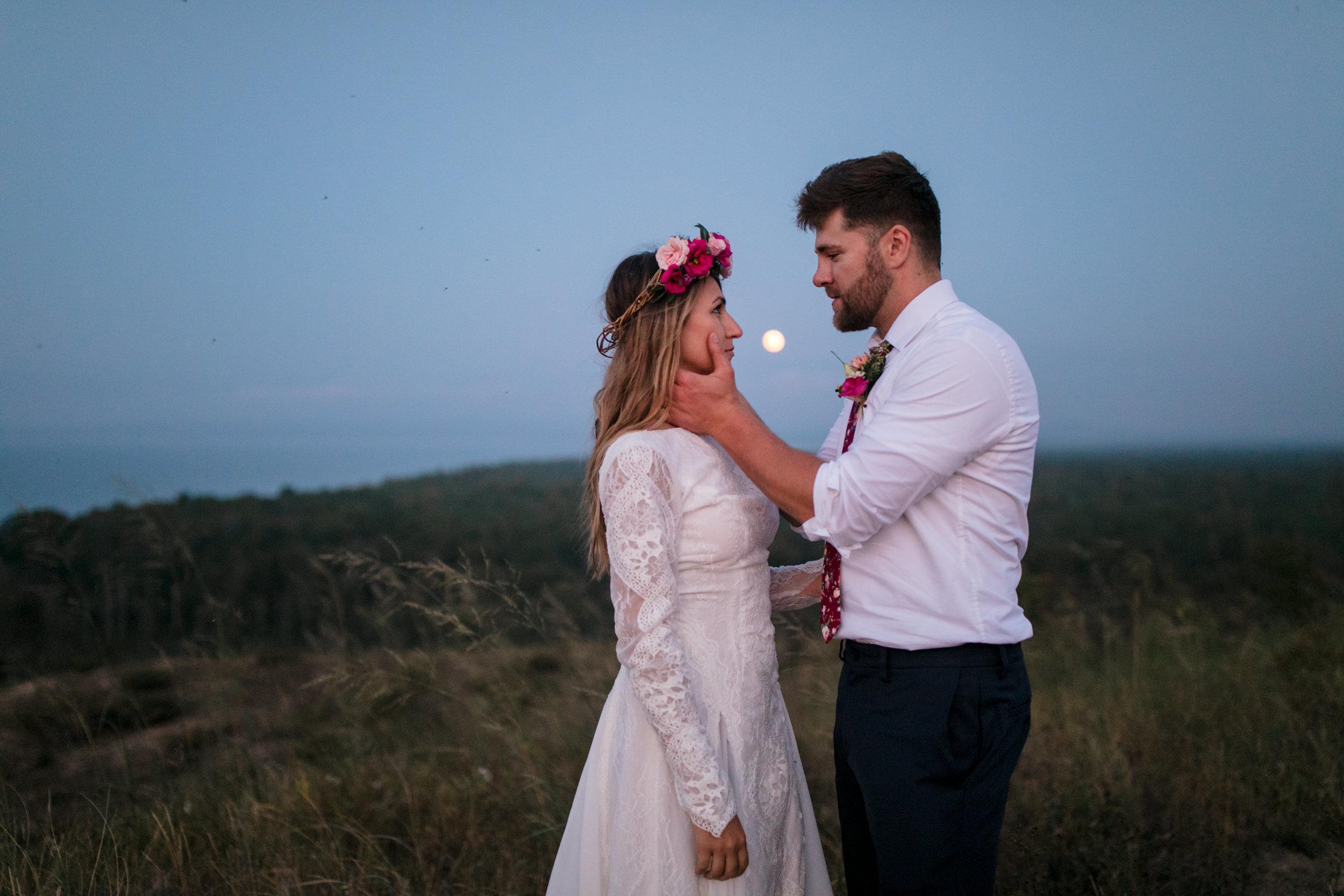 michigan-emotive-photographer-moonlight-elopement-mariha-hunter-235.jpg