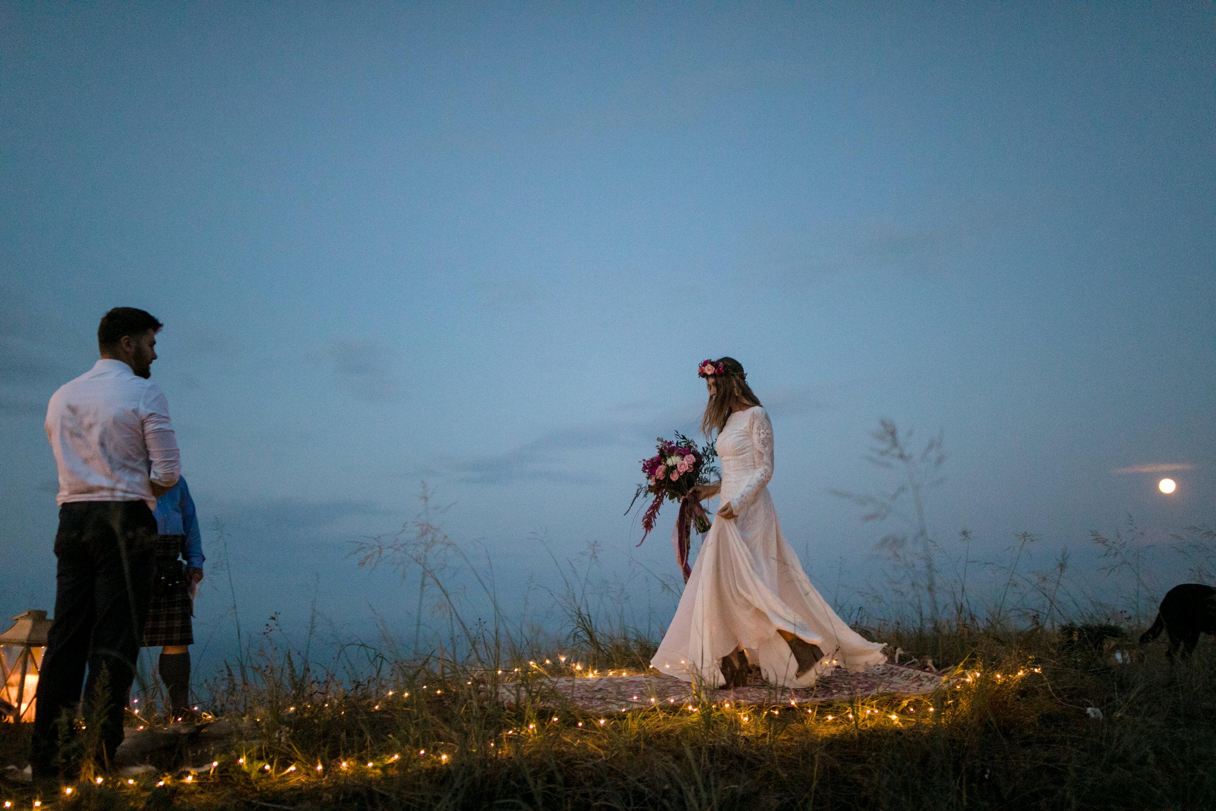 michigan-emotive-photographer-moonlight-elopement-mariha-hunter-254.jpg