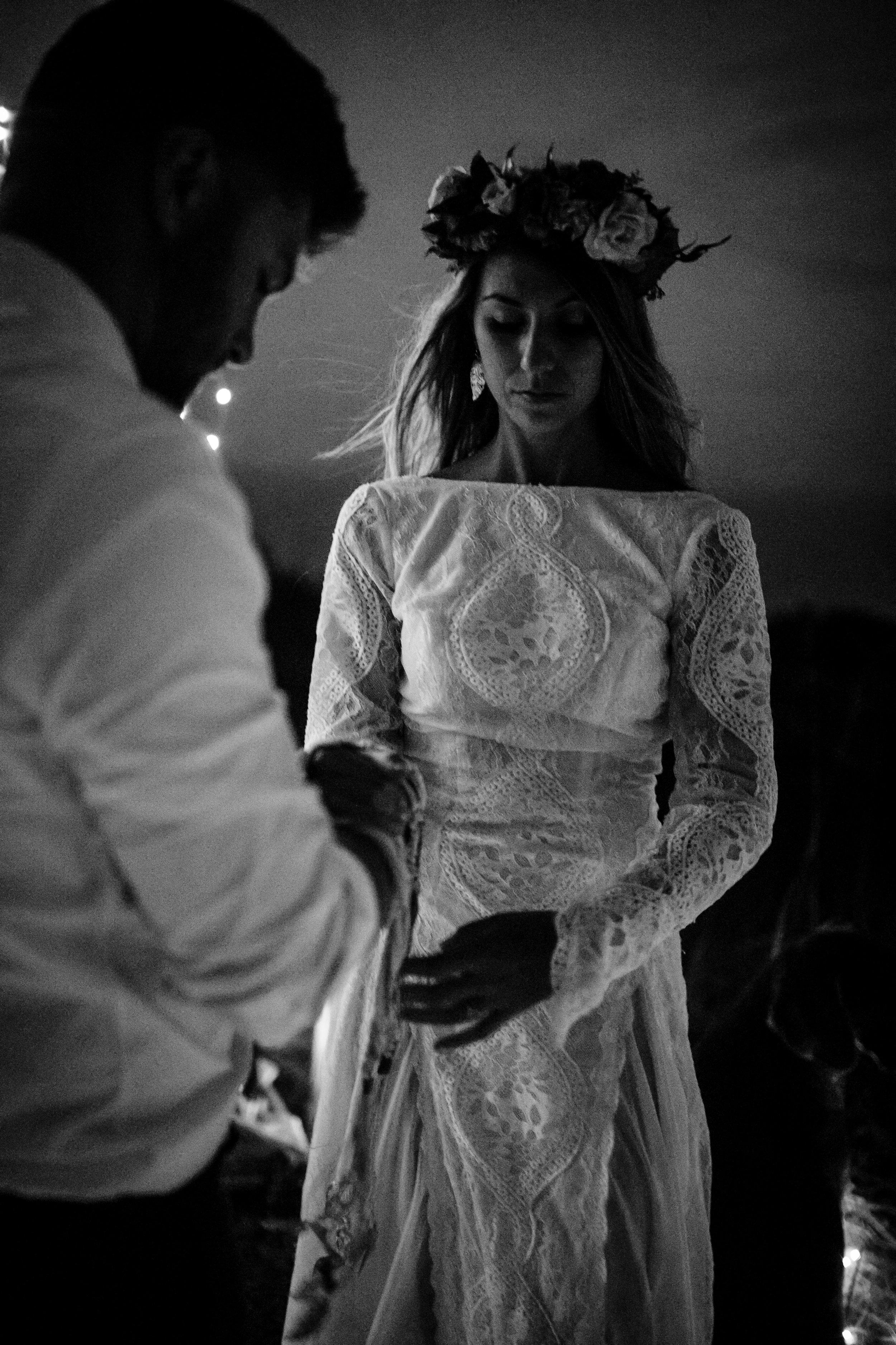 michigan-emotive-photographer-moonlight-elopement-mariha-hunter-300.jpg
