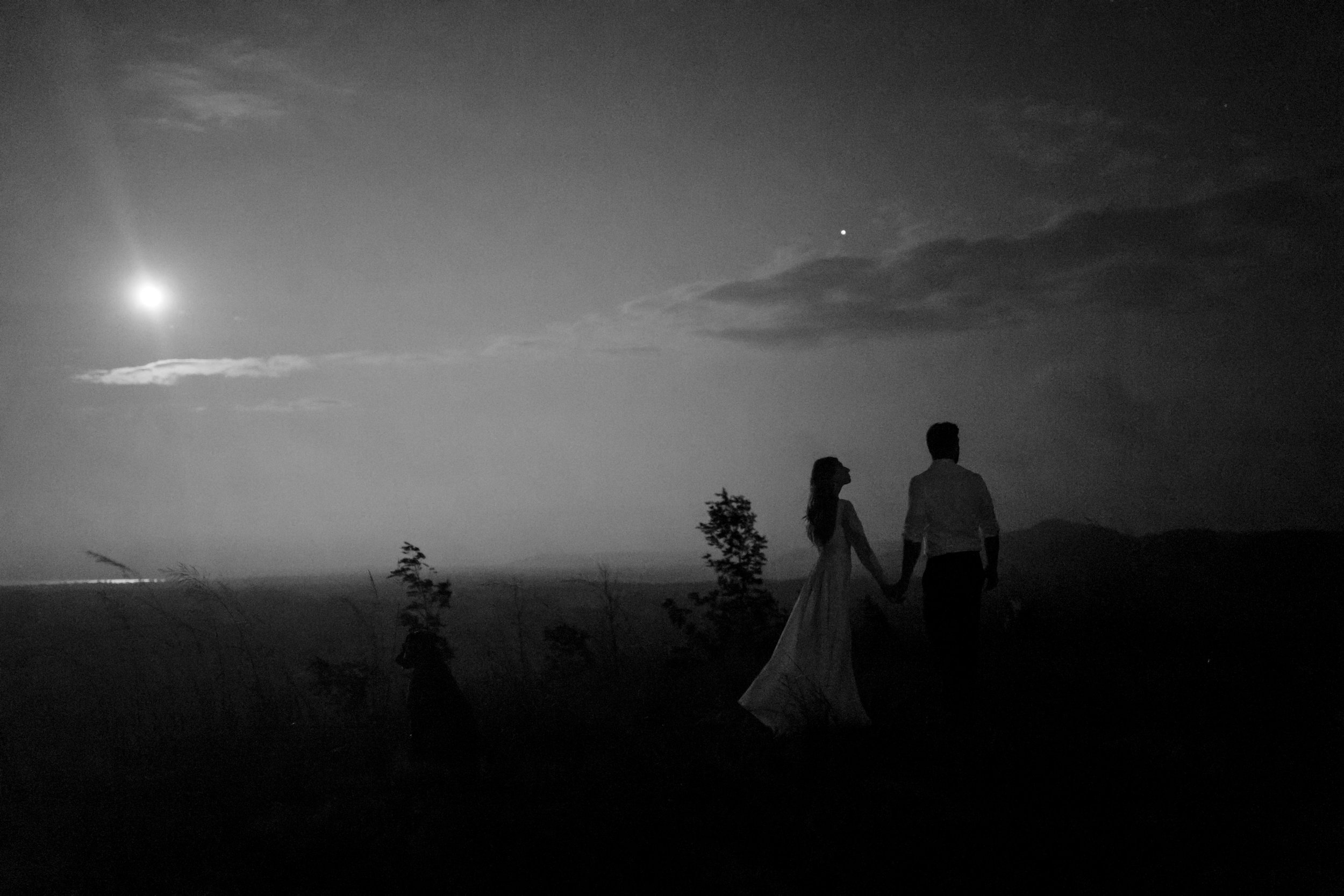 michigan-emotive-photographer-moonlight-elopement-mariha-hunter-325.jpg