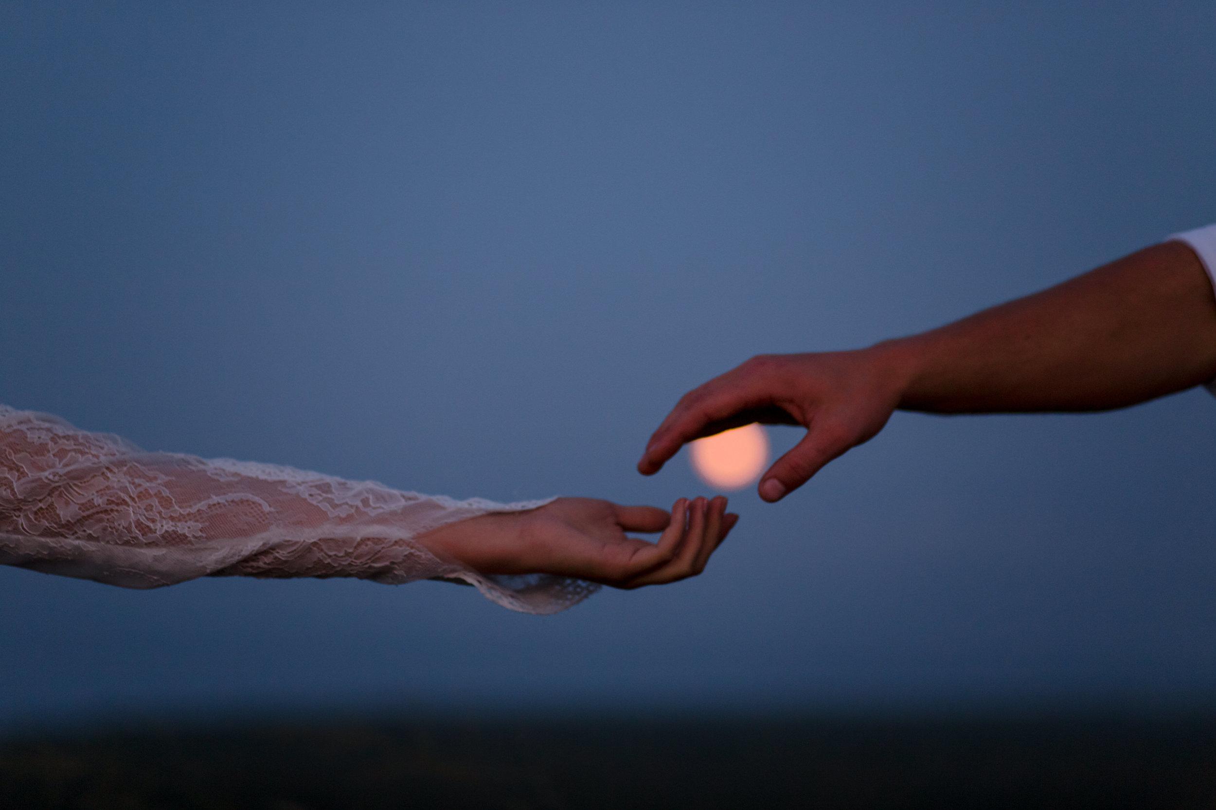 michigan-emotive-photographer-moonlight-elopement-mariha-hunter-347.jpg