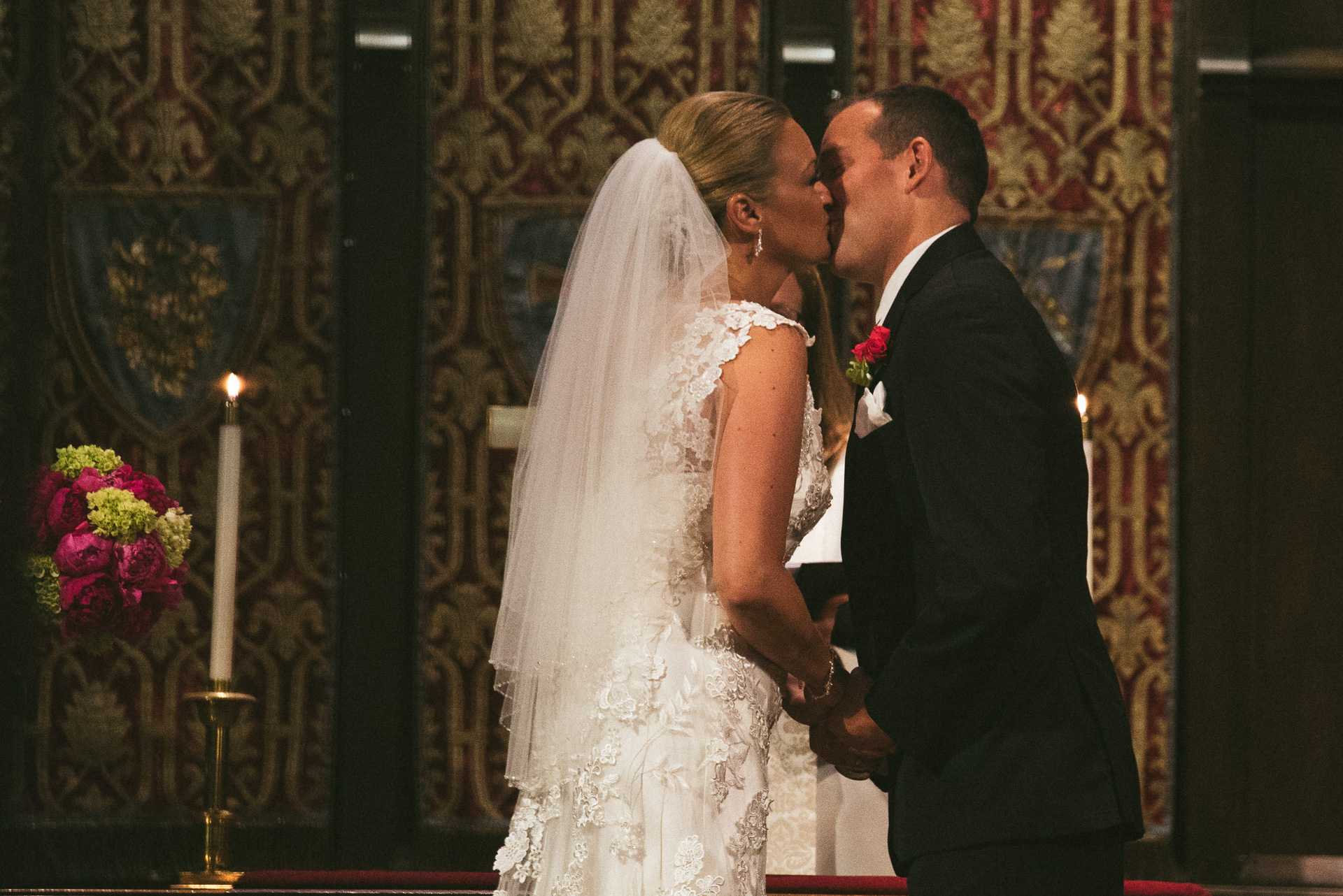 Dayton Wedding Photographer - Couple kiss