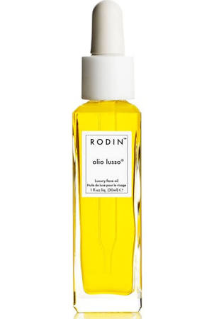 Linda Rodin-  Model turned editor turned stylist. She created this face oil that has gotten rave reviews. It is pretty pricy so I found a recipe online,click  HERE  to download a DIY recipe. It is especially good during cold winter months. I changed a few things but the general recipe is really good. Smells delishious