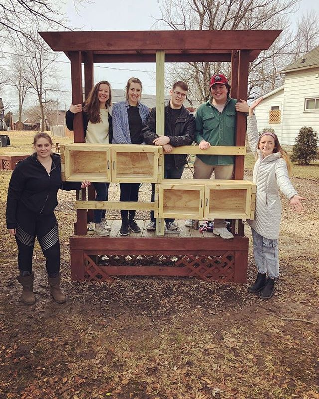 Shoutout to our Freedom by Design group who recently finished their installation of a little free library pocket park! Books are on the way 📚 @fbd_bsu