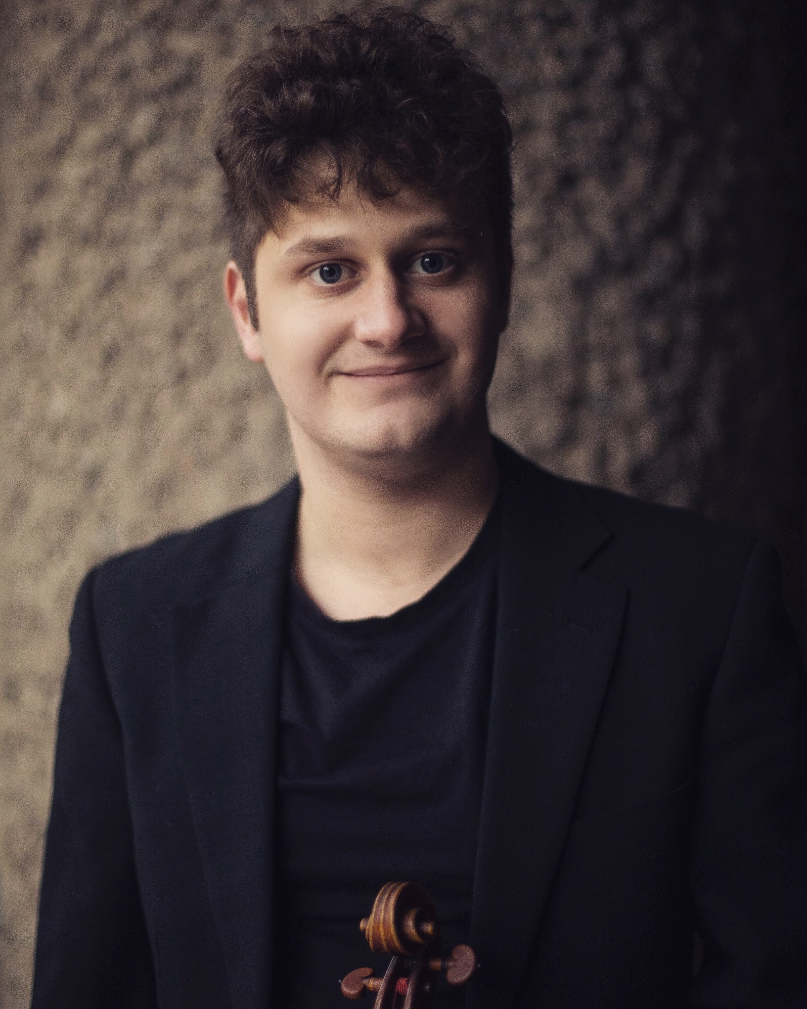 Oliver Cave - Violin IIOliver was born in 1992, and grew up in Ashford in Kent. He began to learn the violin at the age of 6. An alumnus of the renowned Yehudi Menuhin School and a graduate of Guildhall School of Music & Drama, Oliver has studied with Natasha Boyarskaya, Simon Fischer, Pavlo Beznosiuk and Alexander Janiczek.As a lover of a wide range of music, he performs music on both modern and period instruments, and has played with groups such as the Philharmonia Orchestra, La Serenissima, Academy of Ancient Music, Orchestra of the Age of Enlightenment, City of Birmingham Symphony Orchestra, Scottish Chamber Orchestra and Royal Northern Sinfonia.