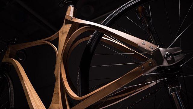 - E.B. Cycle -  Avec le support du National Taïwan Craft Research Institute 🇹🇼 - Conception  @patricio_sarmiento @dimitry_hlinka - cadre réalisé par cintrage à froid de bambou laminé -  #parisdesignweek #maisonetobjet2018 #ntcri #taiwan #paris #prototype #bamboo #bicycle #design #craft #taipei #dimitryhlinka #patriciosarmiento