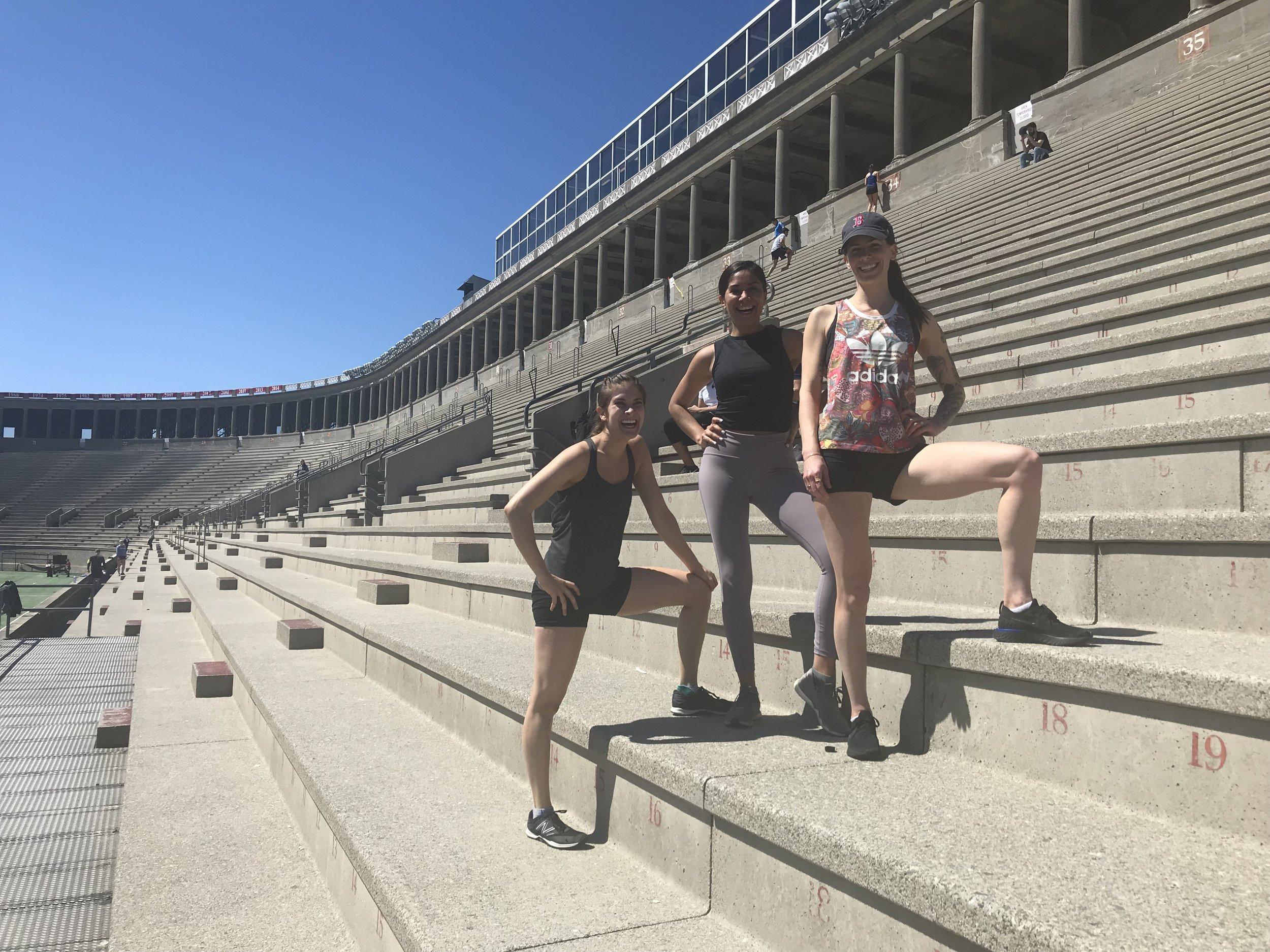 Con Andrea y Micah en las escaleras