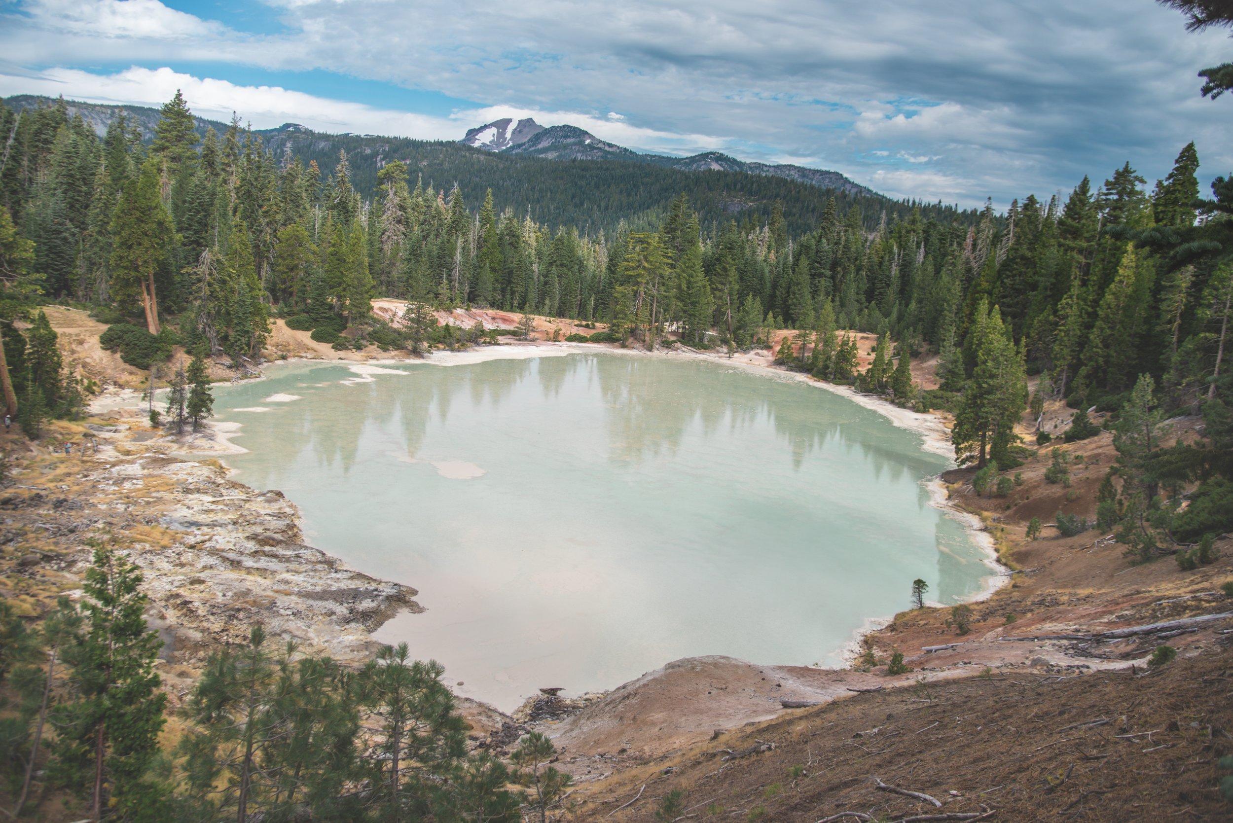 Vista del lago hirviendo - foto de Matt Davey.