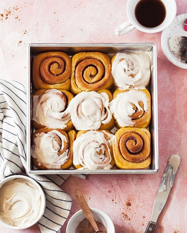 It's time!! Your first pumpkin recipe of the season is here 🎃 These Overnight Pumpkin Cinnamon Rolls have a Chai-Vanilla glaze that's to die for.  Dream of eating warm buns in your pj's without having to wake at dawn? You totally can with this overnight recipe. Recipe is freshly baked on stylesweet.com this morning. * * * * * *  #stylesweetca #stylesweetdaily  #bhgfood #abmlifeissweet #f52grams #feedfeed #foodblogfeed @foodblogfeed #thebakefeed #imsomartha #lifeandthyme #thekitchn  #foodwinewomen #bakefromscratch #bakersofinstagram #dessertgoals #bombesquad #fbcigers @williamssonoma #wsbakeclub #mywilliamssonoma #kingarthurflour #madewithkitchenaid #flatlay #onthetable #pumpkinspice #eeeeeats #fallbaking #makemore
