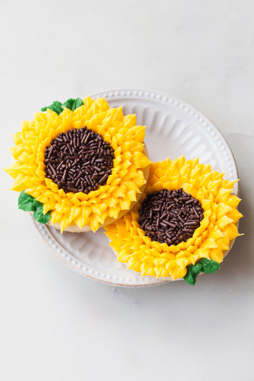 How to Decorate Sunflower Cookies with buttercream icing