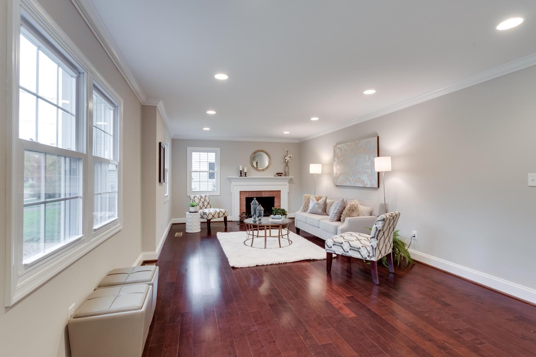 2006 Rampart Dr Alexandria VA-large-011-Living Room-1500x1000-72dpi.jpg