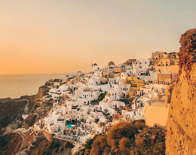 Finally saw the famous Santorini sunset in real life💛been on planes more then bikes lately but can't believe that I get to do this for work 🙌🏼 . . . . . #greece #santorini #travelstoke  #bestvacations #ig_color #europe  #travel #createcommune #nakedplanet #earthoffical #beautifuldestinations #ig_travel #lensbible #travelstoke #adventureculture #natgeo #exploretocreate #roamtheplanet #aroundtheworld #photographer #passionpassport #islandlife #lifewelltravelled #artofvisuals #girlswhotravel #theimaged