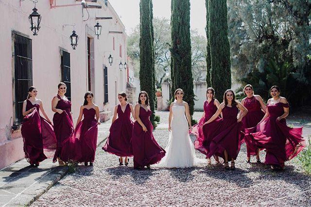 Las damas. www.andreamancilla.com.mx __ Maquillaje: @ceciliadealba.makeupartist  #fotografiaandreamancilla #bodas2018 #bodasmexico #leon #guadalajara #méxico #aguascalientes #sayulita #sanmigueldeallende #wedding #weddingstyle #weddingday #greenweddingshoes #weddingphotojournalism #lookslikefilm #theknot #tribearchipelago