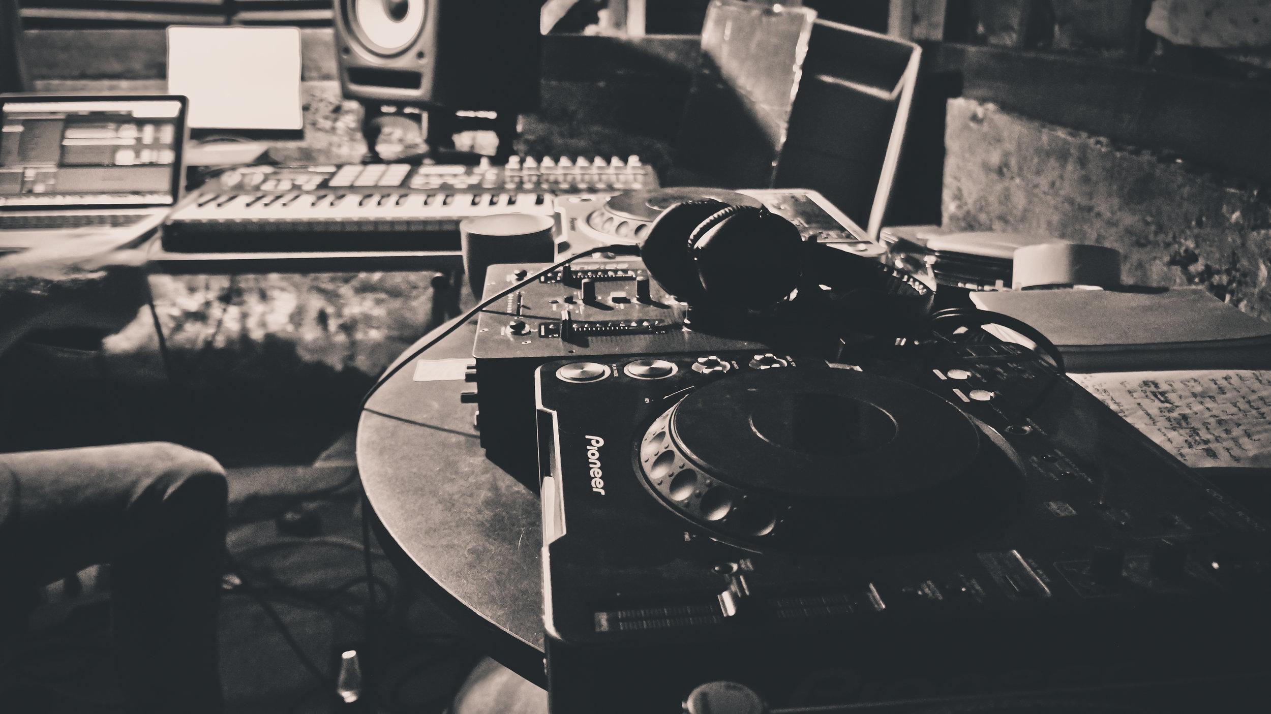 Iain Howie DJ Set up 1