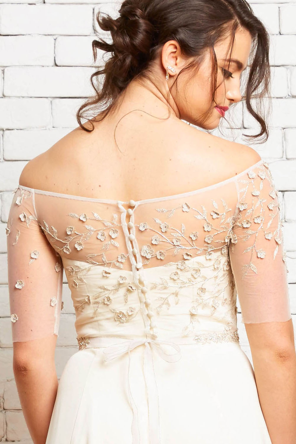 6B Hazel-Brynn Back-Rebecca Schoneveld-Embroidered_Floral_Silver_Wedding_Off-the-shoulder.jpg