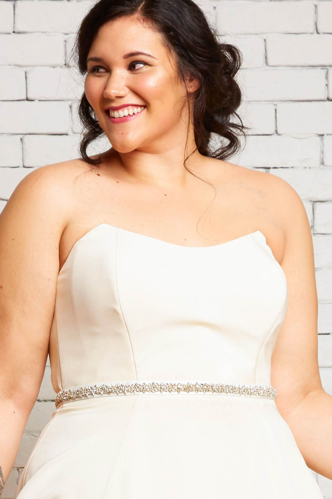 5A Brynn Front-Rebecca Schoneveld-Strapless_Bustier_Modern_Boho_Ivory_Wedding.jpg