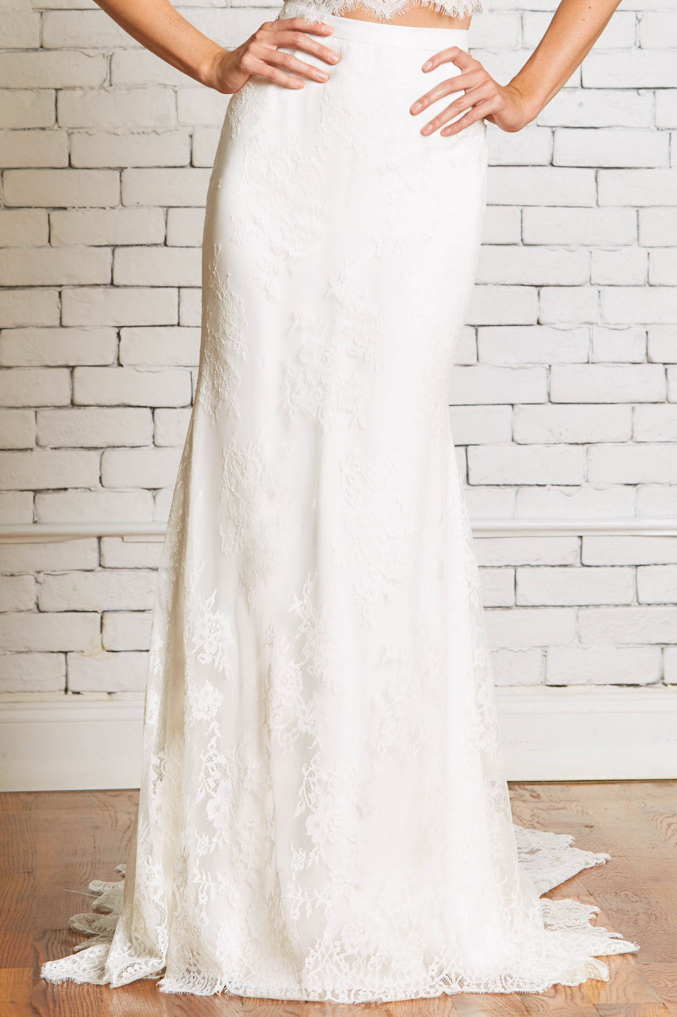 5c.Rebecca_Schoneveld_Shannon_Skirt-Bridal_Separate_Lace_Fit-and_Flare_Chic.jpg