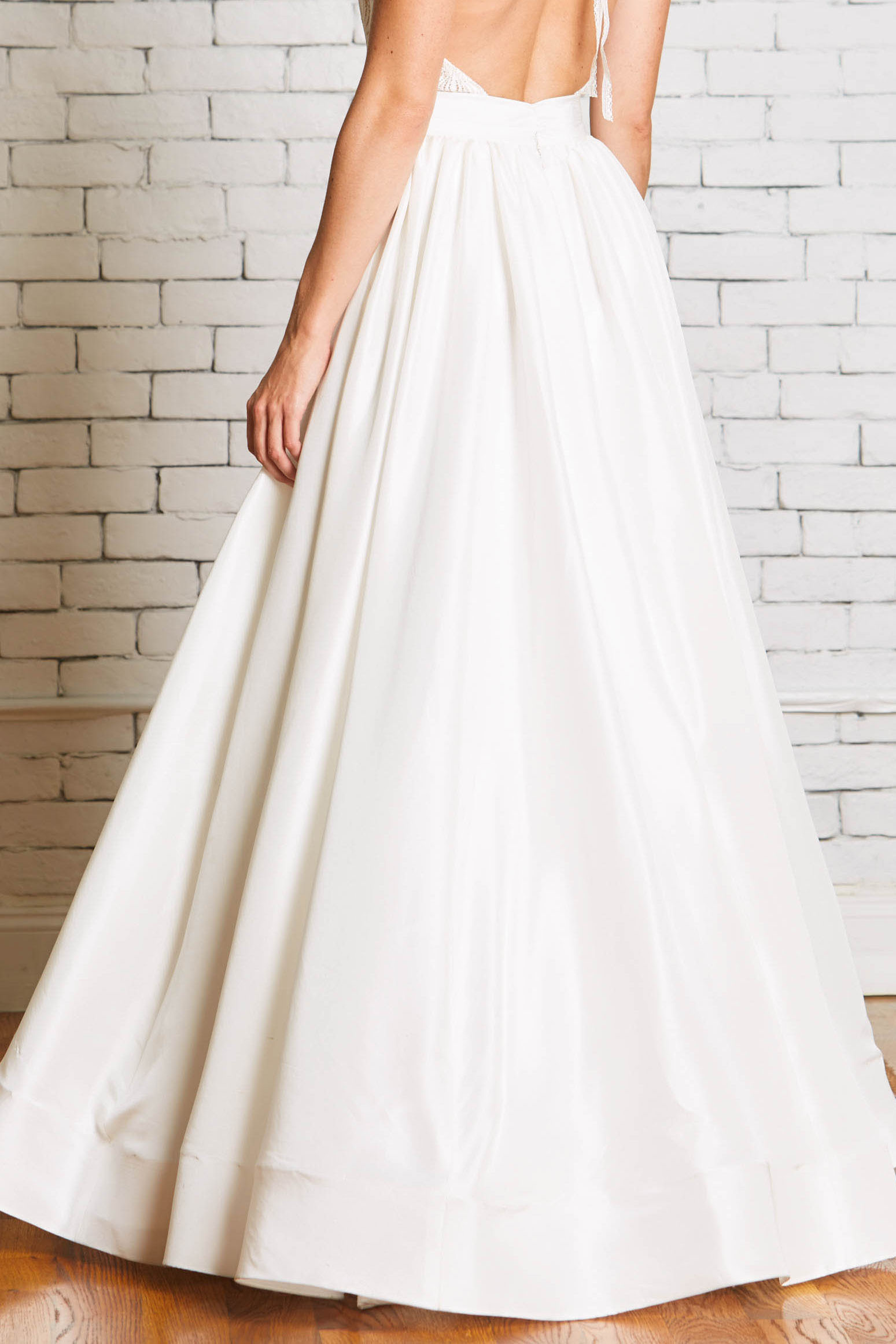 12b.Rebecca_Schoneveld_Olivia_Skirt_Back-Ballgown_Skirt_Separates_Mix_and_Match_Modern_bride.jpg