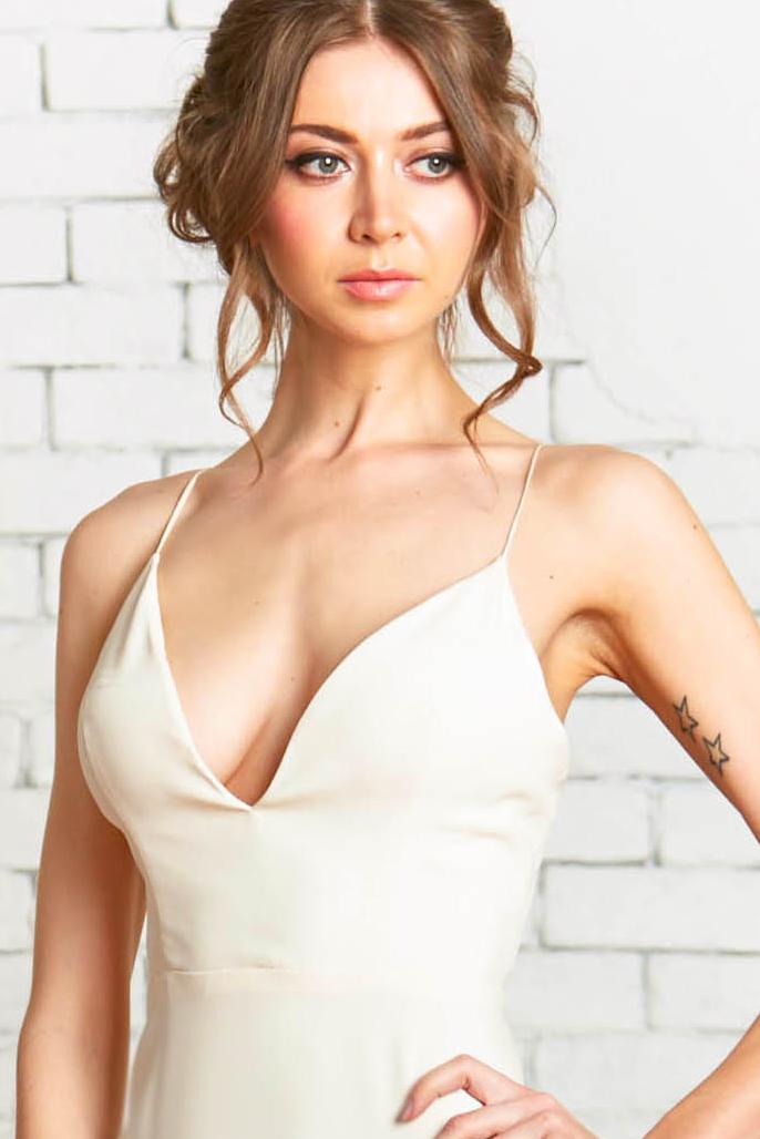 Lumi_Bodice-1front_Plunging_V-neck_Sexy_Modern_Bridal_Style.jpg