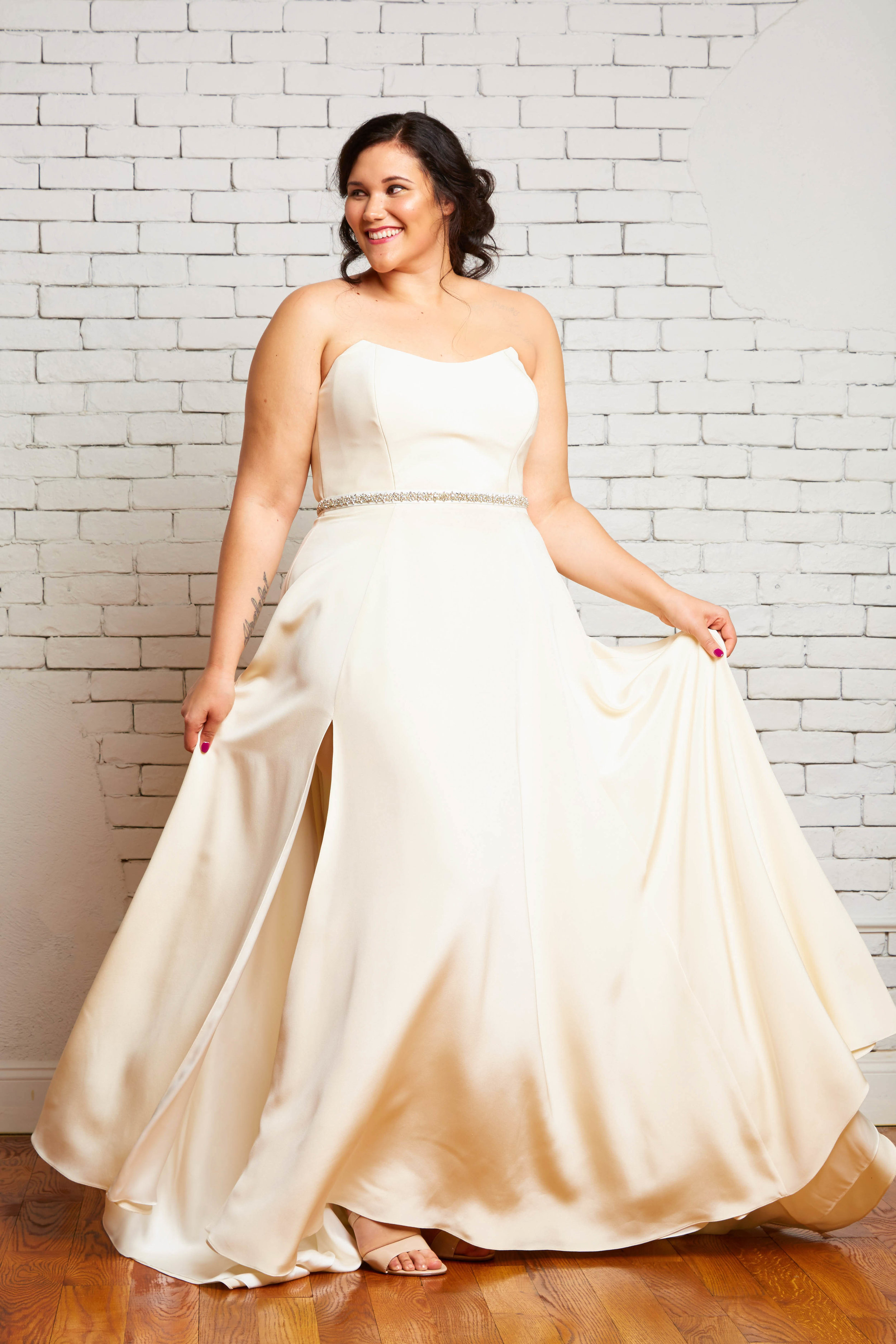 5A. Brynn Front-Rebecca Schoneveld-2-161_romantic_peaked_strapless_bodice_simple_gown_with_side_slip.jpg