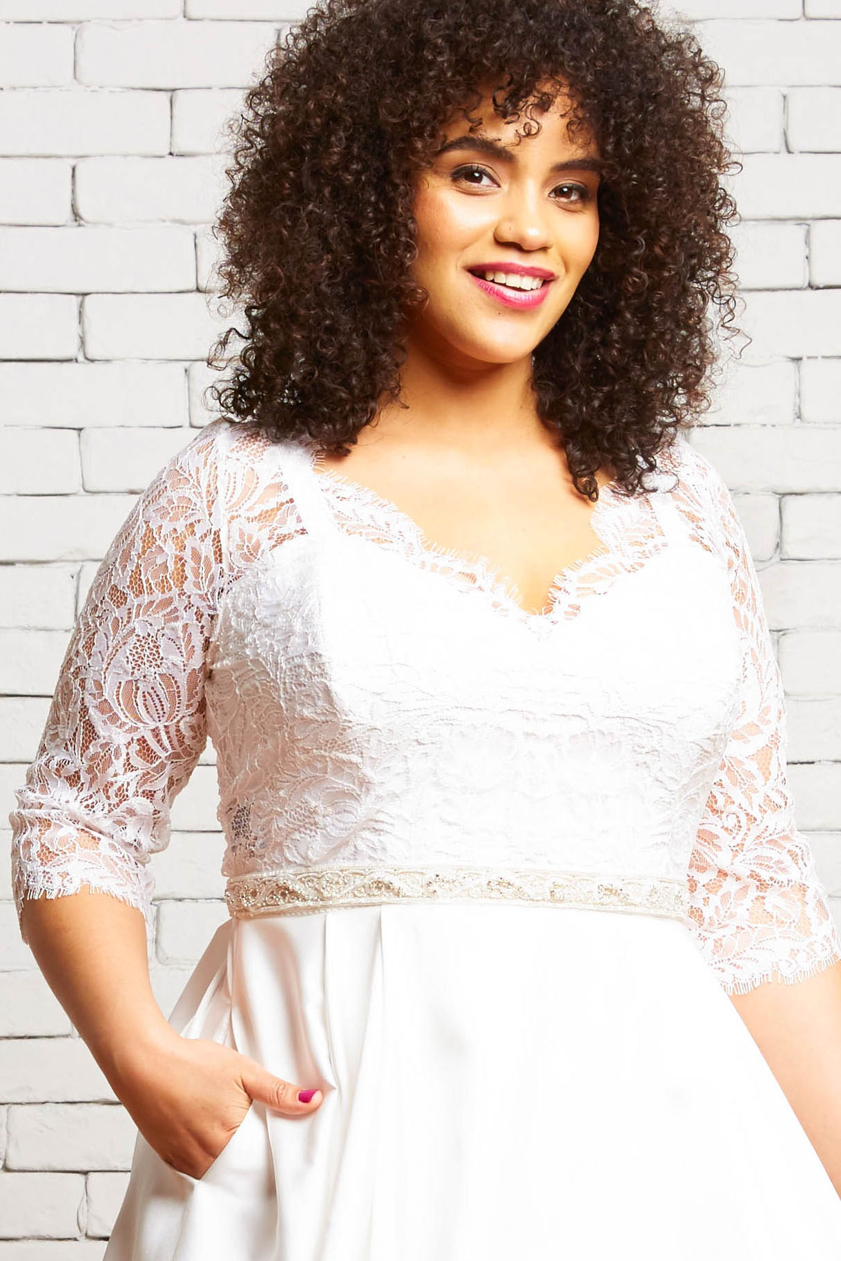 32A. Ivy-Front 1-Rebecca Schoneveld-Modern_Wedding_Lace_Plus_Size_Topper.jpg