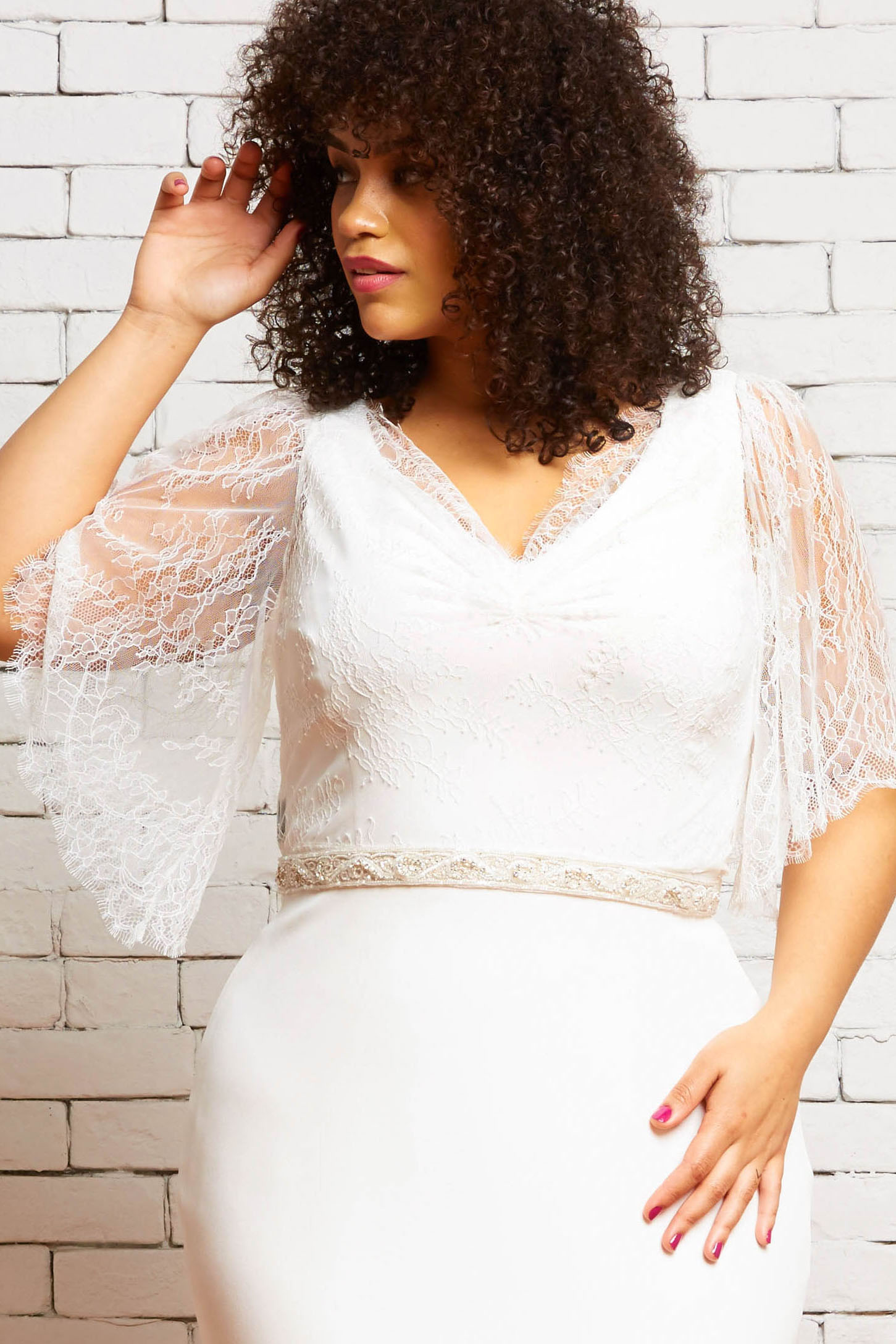 30A Eleanor-Front 1-Rebecca Schoneveld-Chantilly_Lace_Topper_Sleeves_Modern_Romantic.jpg