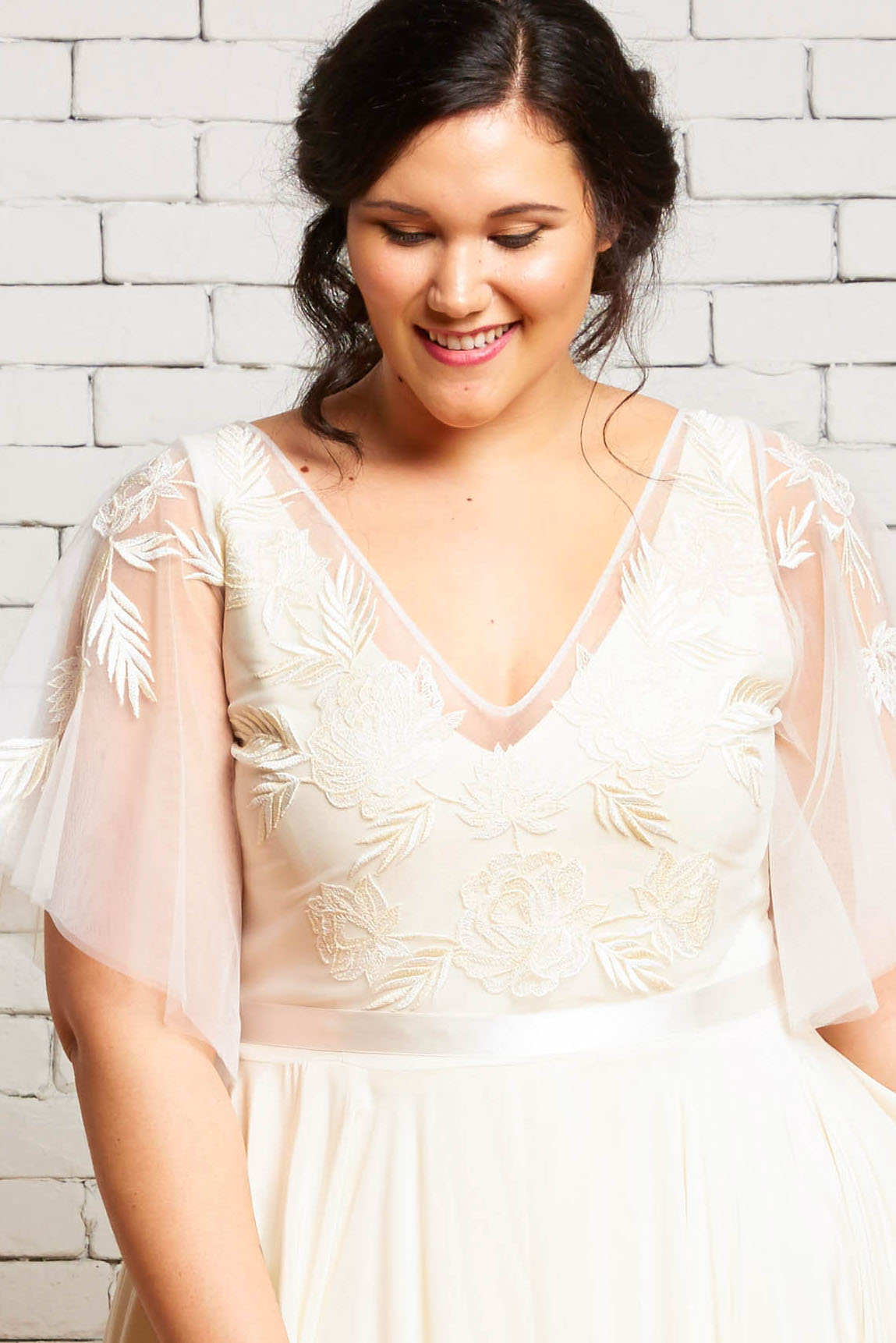 40A. Daphne-Front -Plus--Rebecca Schoneveld-Embroidery_Boho_Romance_Wedding_Separates_Sleeves.jpg