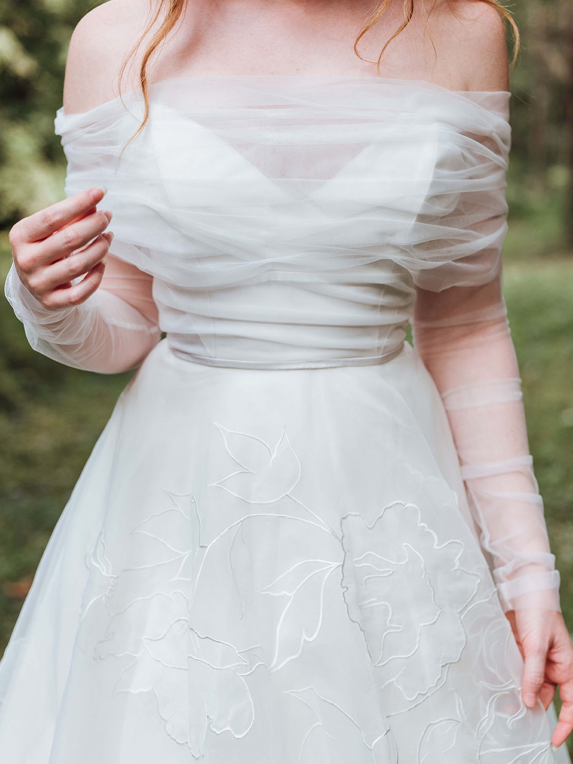 Rebecca_Schoneveld_Aurora_Topper_detail_Tulle_Sleeves_Rumi_Gown_Romantic_Organze_off_the_shoulder.jpg