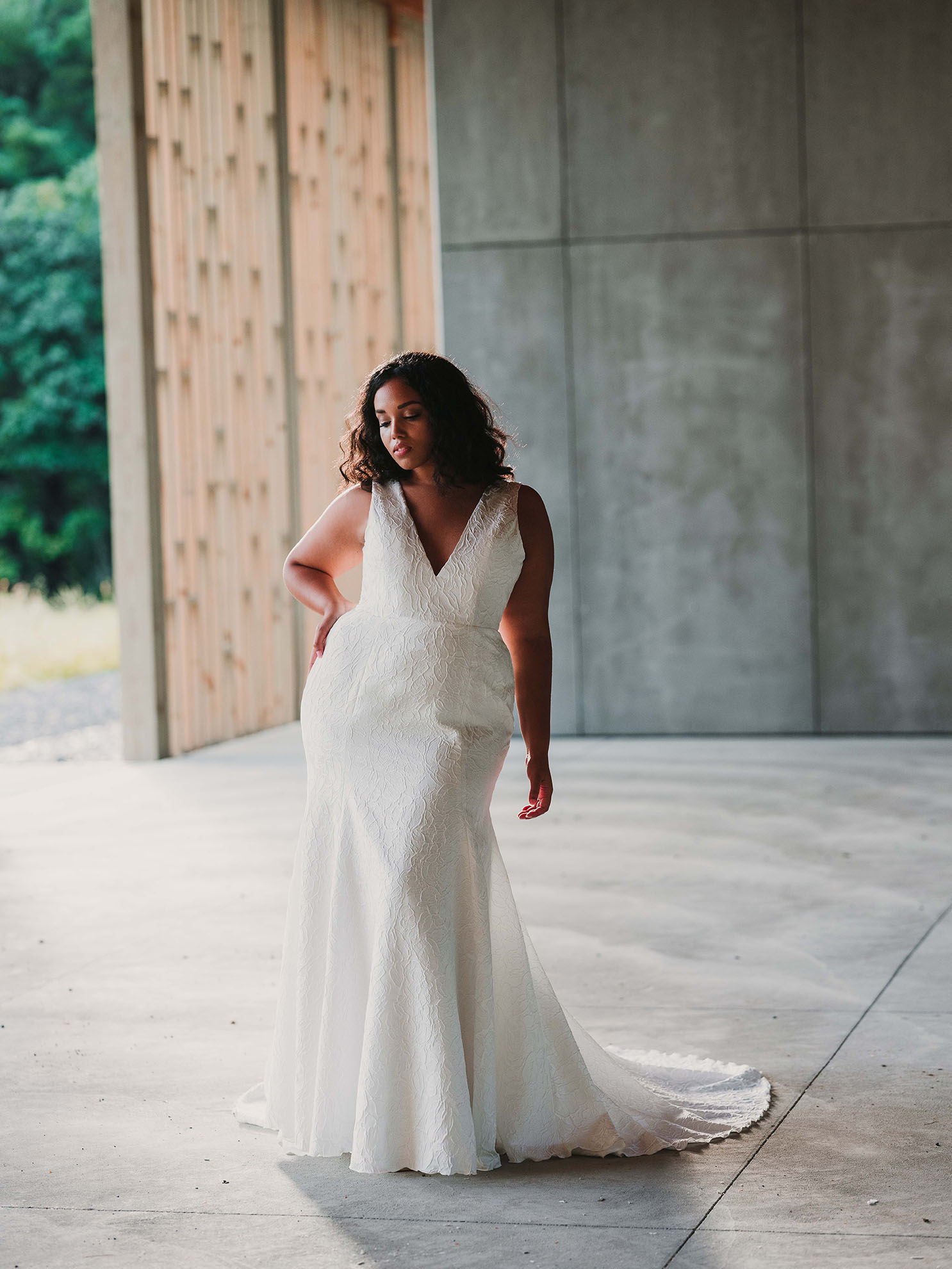 rebecca_schoneveld_riley_gown_romantic_sexy_fitted_brocade_fit_and_flare_mermaid_6.jpg